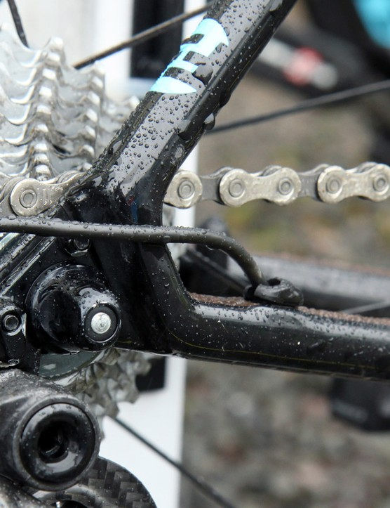 The tiny carbon dropouts are hollow in between the seat stays and chain stays, effectively creating a continuous tubular structure