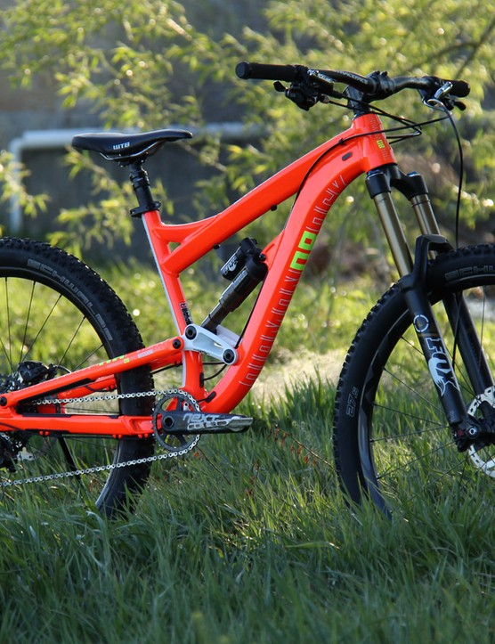 The 2015 Diamondback Mission Pro sports 650b wheels and 160mm of front and rear suspension