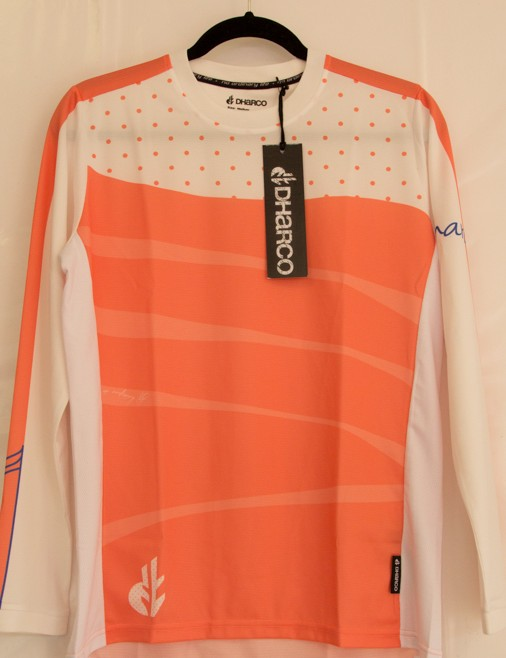 A women's cut and designed to be worn with or without light body armour, this ladies gravity jersey is super breathable