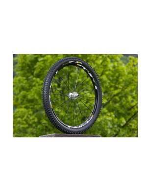 Isopulse lacing on the rear wheel means spokes on the driveside are laced radially, while the non-driveside spokes are laced two-cross; Mavic claims this creates more stability and better power transfer under heavy loads