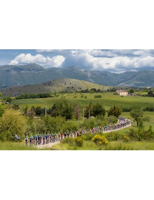The sun finally shone on the peloton making its way to Foligno...