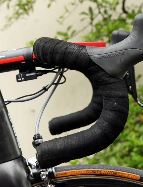 Cadel Evans (BMC) prefers a traditional-bend bar but with about 2cm cut off of the ends and padding beneath the grippy tape both on the tops and drops