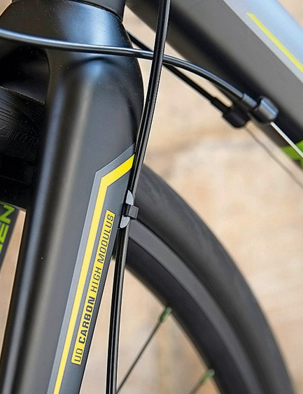 Plenty of clearance with the tough cyclocross fork