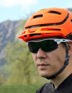 The Smith Optics Forefront appears to be well vented and in some sense, it is. Breathability is outstanding but airflow is not
