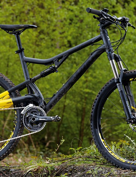 B'Twin's penny-pinching Rockrider 700 S is formed from pleasingly old-school round tubes