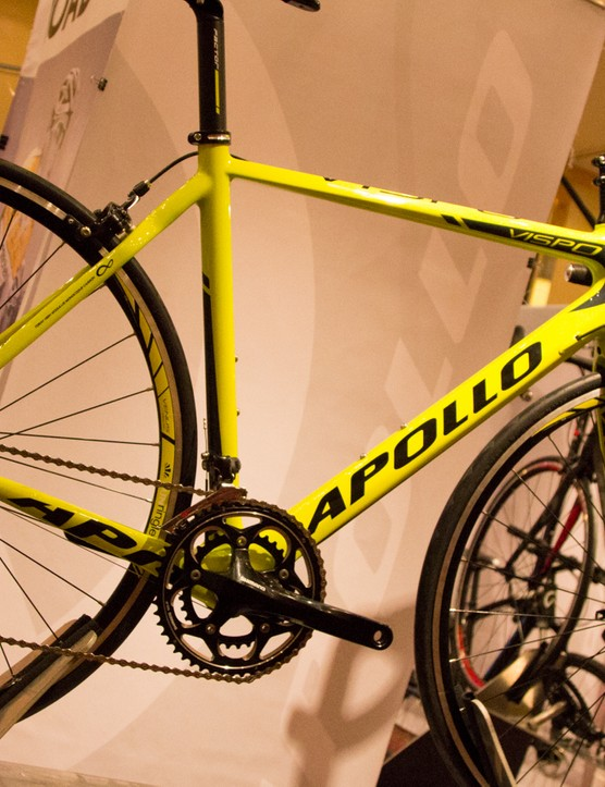 The Apollo Vispo shares the same build as the aluminium Giro, but receives a full-carbon frameset