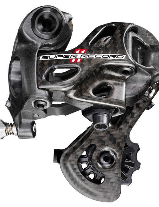 The 2015 Campagnolo Super Record rear derailleur hugs the cassette tightly on everything from the 11-tooth cog to the 29, Campagnolo claims