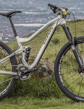 The geometry of the Escarpe 290 is very similar to its 650b sister, it's not too easy to tell the two bikes apart