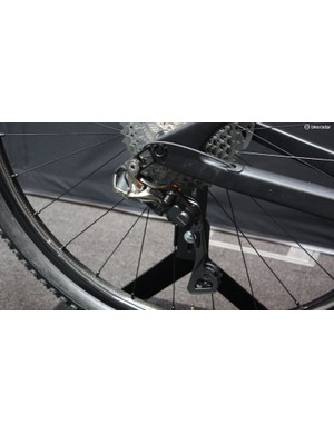 Well done Shimano! The M9050 rear derailleur does a great job of hiding away its motor
