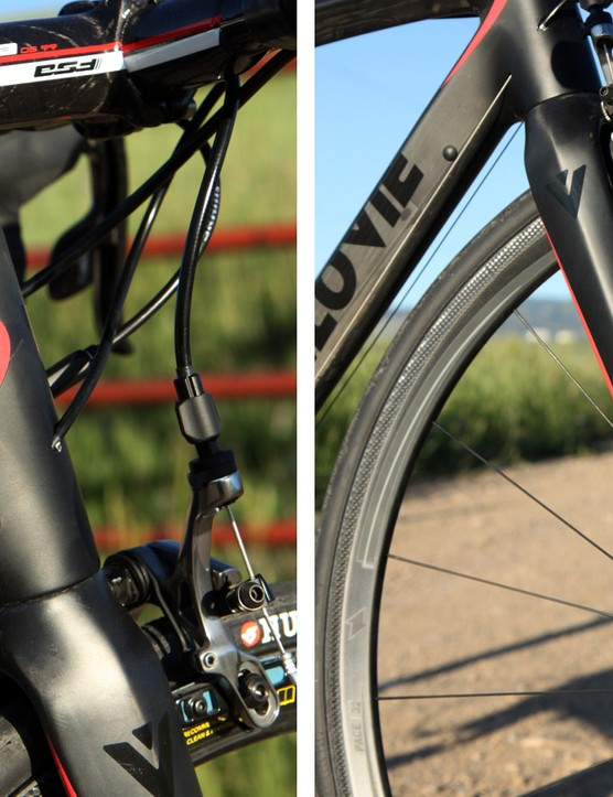 The carbon fork features a tapered 1 1/8-to-1 1/4in steerer tube