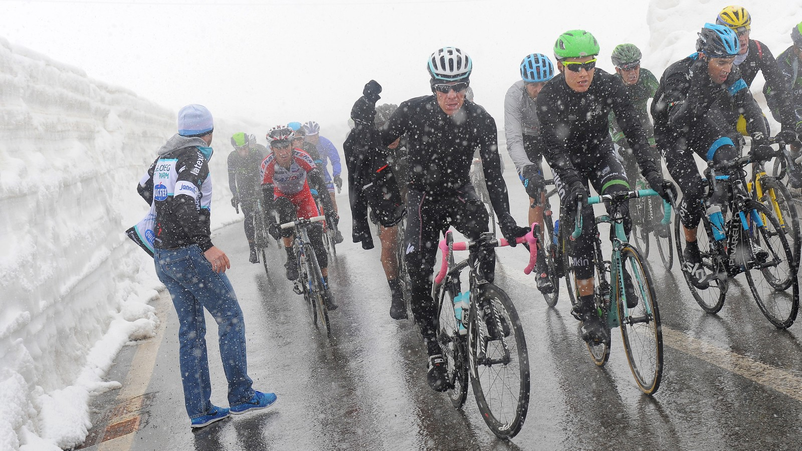 A snowstorm on the Stelvio throw a wrench in the works for many