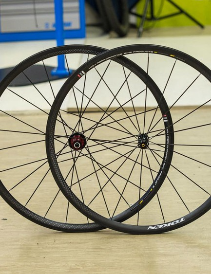 Token C28 carbon clincher wheels