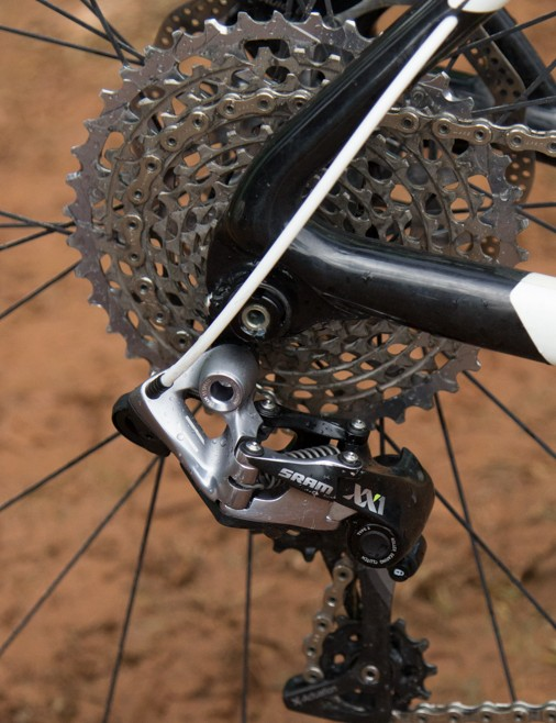 The 11-speed XX1 rear cassette provides a 10-42T gear ratio