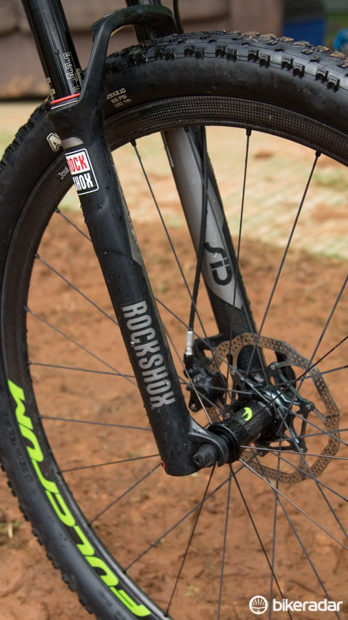 Hermida was riding a RockShox SID XX World Cup, but most recently has been seen ripping on the newly released RS-1 upside down fork