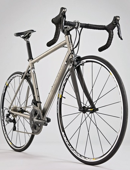 Aggressive tube butting and other weight shaving keeps the Equinox's aero frame weight competitive