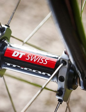 Livening up our ride were light and reasonably stiff DT Swiss RR1450 wheels