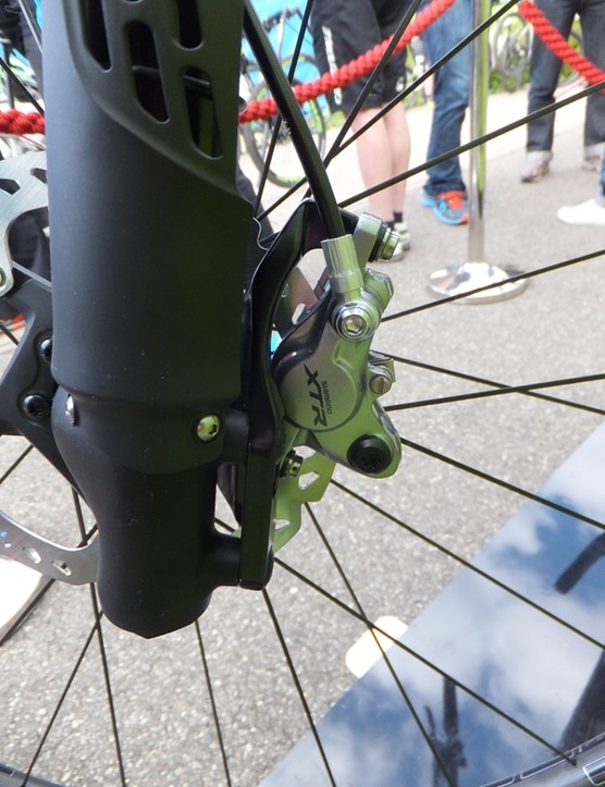 While small, the XTR calipers provide powerful and well-modulated braking performance, as we've come to expect from XTR