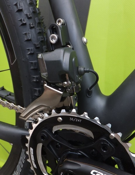 The front derailleur, featuring internal cable routing, on the Cannondale F-SI Black Inc