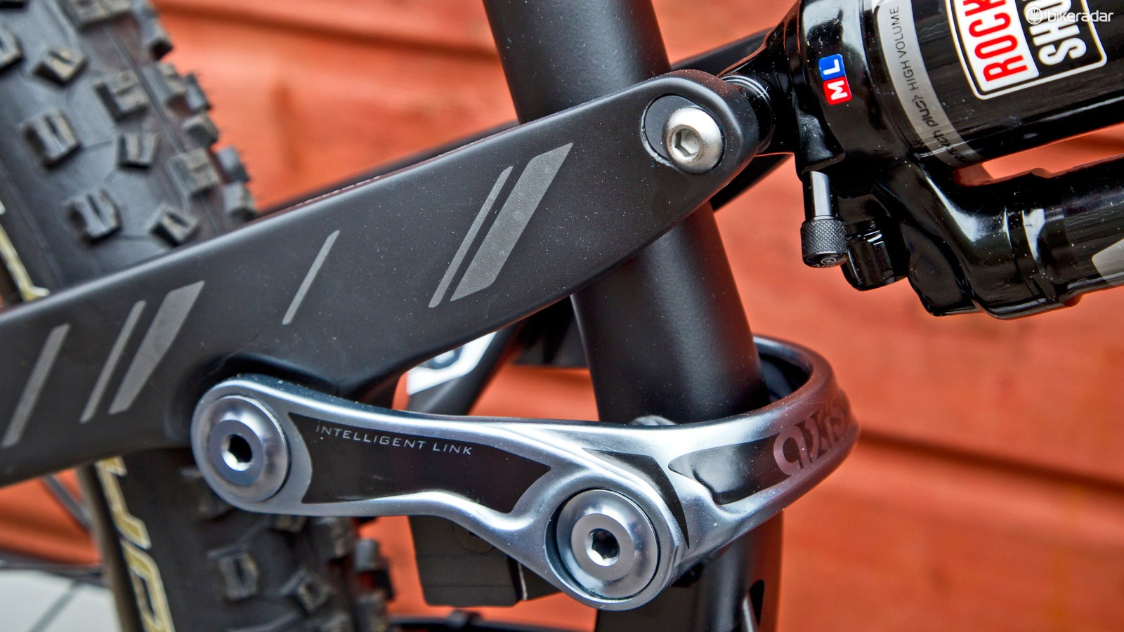 A reversible chip at the rear shock mount adjusts the head angle and bottom bracket height. The high setting gives you a 66.4 degree/344mm combination with the low setting being 65.8/337mm