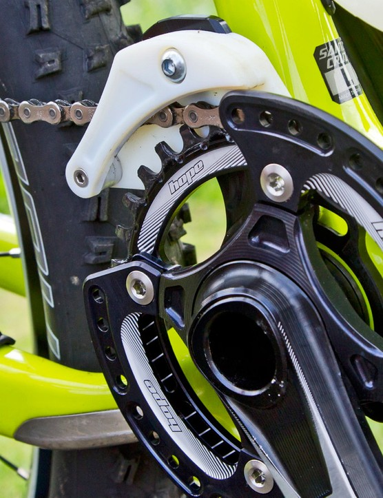 Hope chain guide: Hope is almost ready to launch its enduro chain guide. It focuses on having very low chain drag and the double taco bash guard prevents chain ring impacts whichever foot you are leading with, keeps things light and allows for decent mud clearance