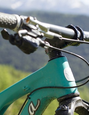 The 67-degree head angle makes the bike feel confident on the descents and not too slack for tackling climbs