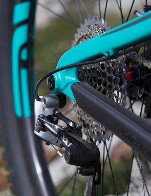 The XX1 drivechain was silent, even on the rockiest descents the rubber chainstay protector provides peace of mind for the rare clatters