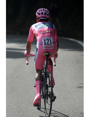Qintana wore head to toe pink in the mountain time trial to Cima Grappa. Those pink booties are inexcusable