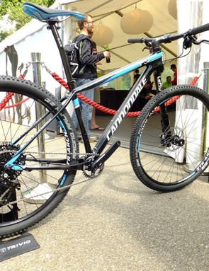 The Carbon 2 comes with SRAM's X01 groupset and an alloy version of the Lefty 2.0 XLR fork