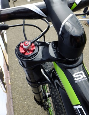 The Lefty 2.0 XLR has a hydraulic lock-out controlled by a RockShox remote