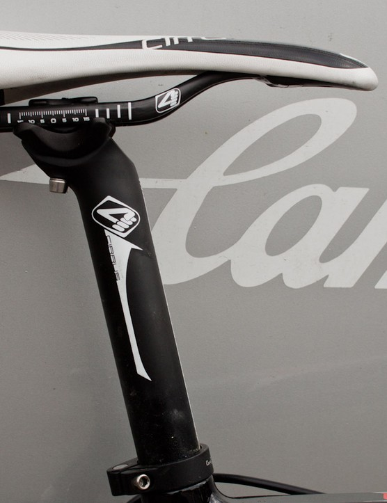 The 31.6mm 4ZA metal seatpost is a curious choice