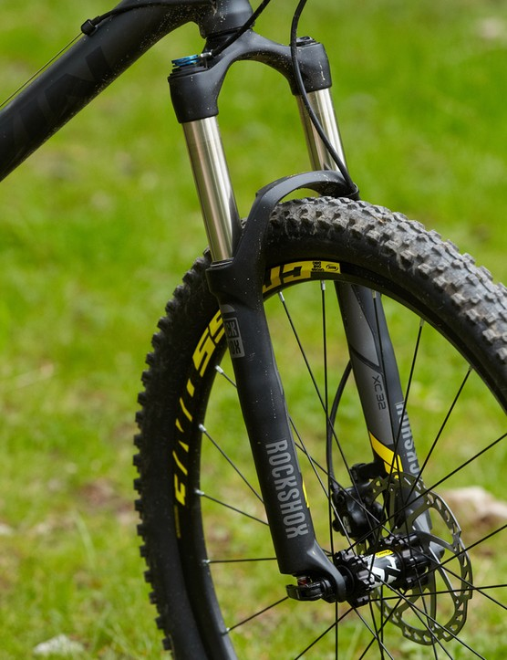 It's refreshing to see air-springs at both ends - a RockShox XC 32 fork with bar-mounted lockout can be found out front