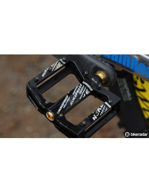 Nukeproof Neutron Alloy-Ti flat pedals with long pins