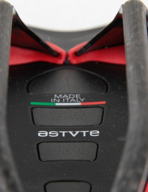 The Astute Pilarga shares the same technology as other Astute saddles, the carbon railed Skylite model uses a 'Shock Pad Absorber System' for additional bump-compliance