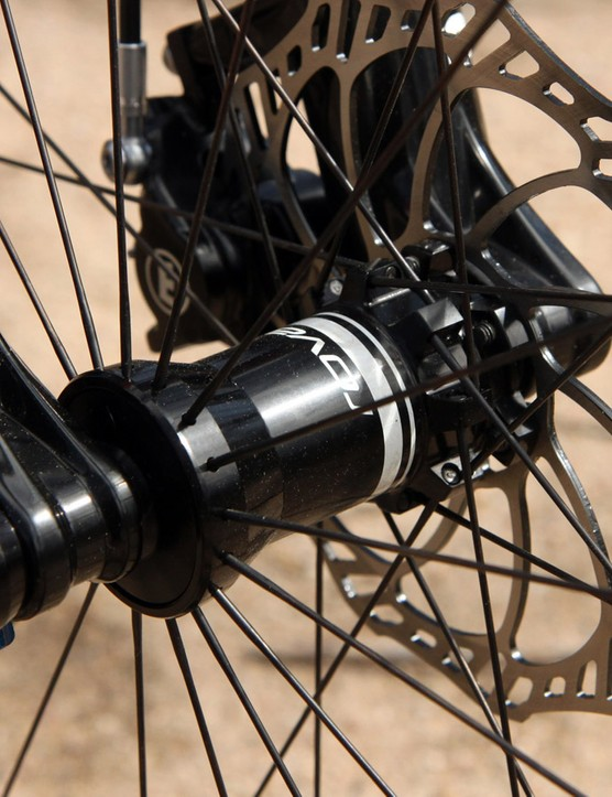 The Roval Control Carbon 29 142+ wheelset features interchangeable hub caps, relatively wide hookless carbon tubeless rims, and DT Swiss rear internals