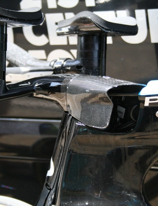 The cover over the front of the stem on the Bolide houses a fair amount of cabling
