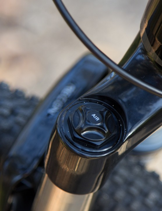 The RockShox Recon fork features an air spring for ultimate preload adjustment, although the bike doesn't include a shock pump to adjust it properly