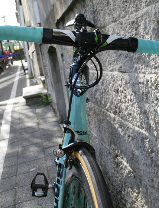 The Oltre XR2 has an hourglass head tube