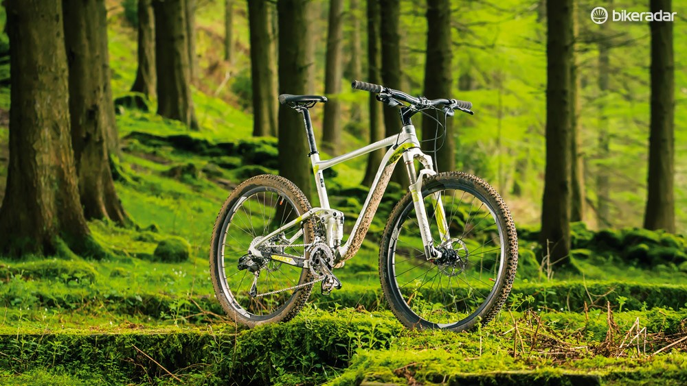 The Giant Anthem 27.5 2 is the middle model of a three-bike range