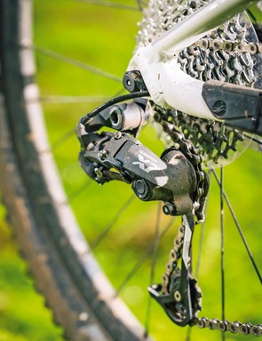 The Anthem 27.5 2 features SRAM X7 shifting