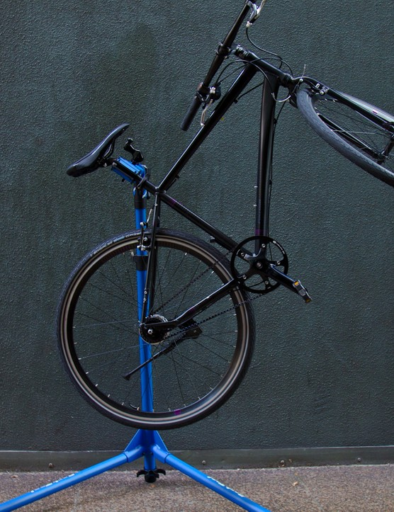 An example of the PCS-10's holding ability – this is a cheap, internal geared hub bike at a very awkward angle