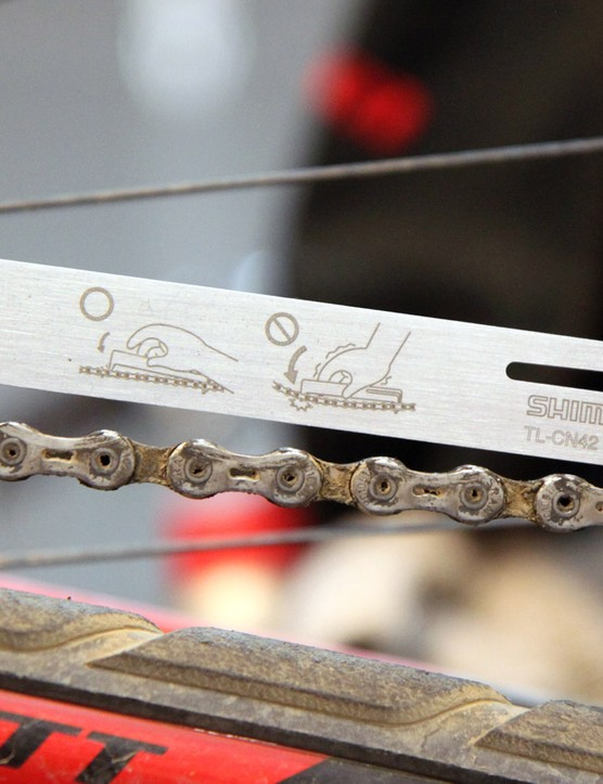 The Shimano TL-CN42 makes it quick and easy to check if your chain is worn