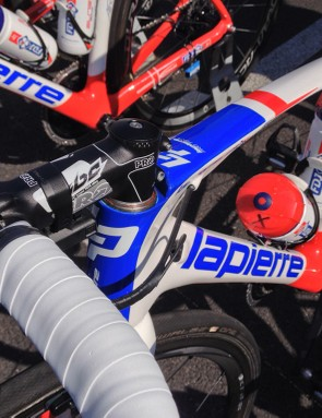 This FDJ.fr rider does away with the headset cap entirely to get as low as possible on the bike