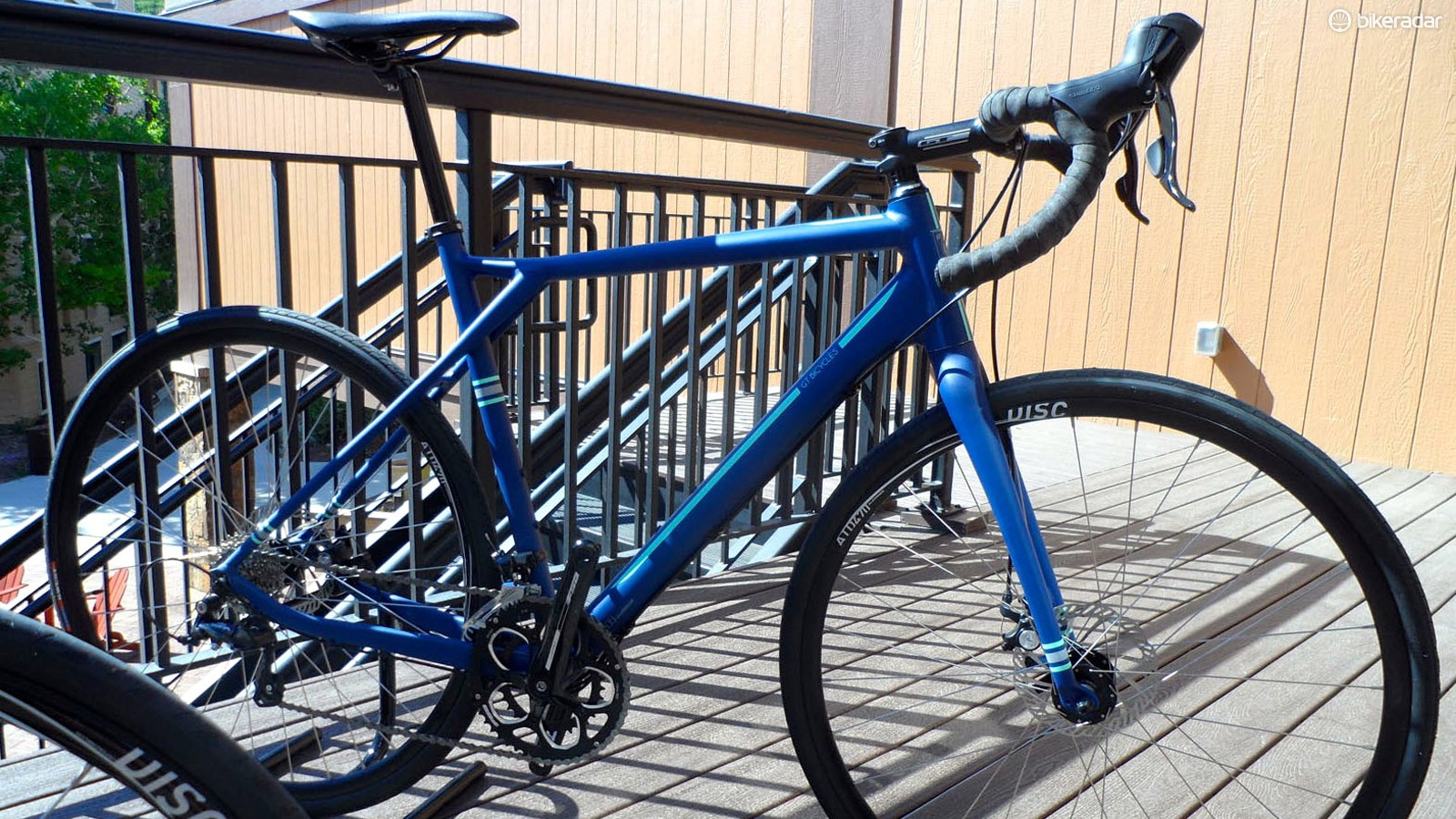 The base model $799 Claris model shares the same 1,350g alloy frame as the Alloy X