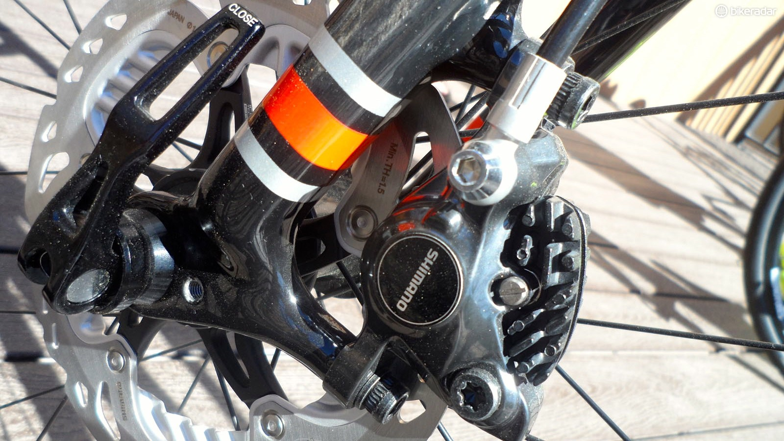 The Grade Alloy gets the full-carbon fork with 15mm thru-axles and ICE-rotor-equipped Shimano hydraulic brakes