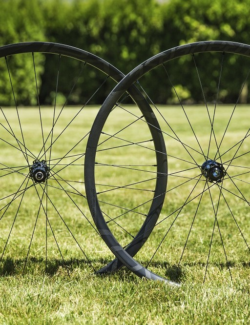 With wider 30mm inner width rims, Roval was able to reduce the spoke count to just 24 spokes up front, and 28 spokes at the rear