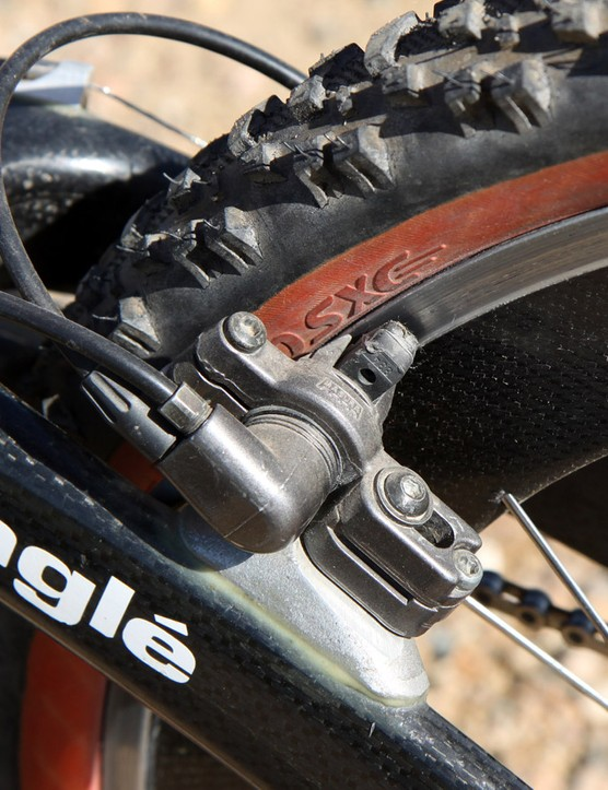 The Magura HS-22 hydraulic brakes made the most of the available friction produced by the rubber pads on the alloy rims