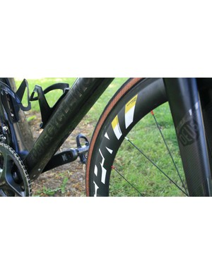 Deus Cycleworks in stealth graphics on the down tube