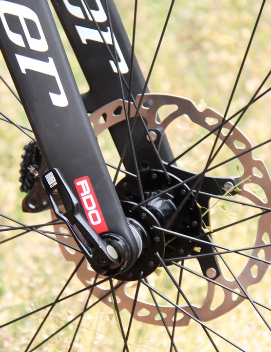 The BSB 9 comes with a matching carbon fork with 15mm Maxle thru-axle