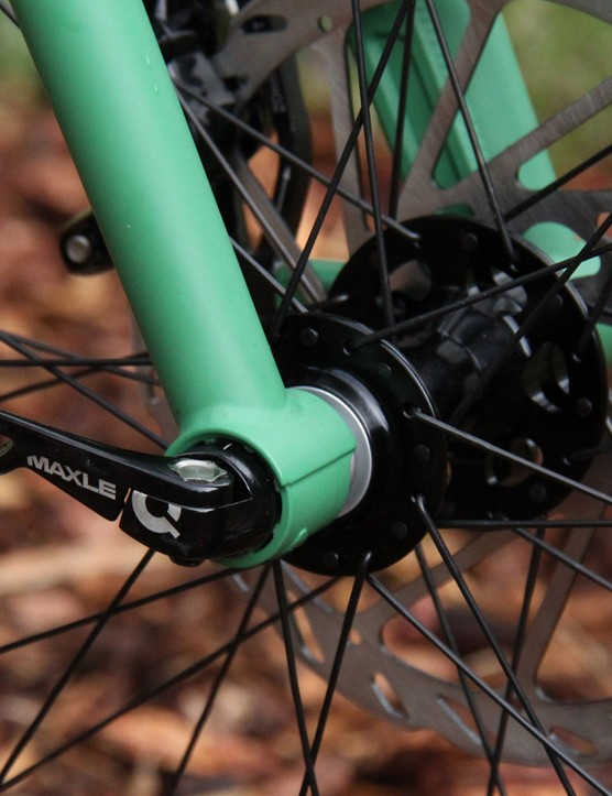The steel fork on the ROS 9 Plus is anything but retro, featuring a tapered steerer tube and 15mm Maxle thru-axle