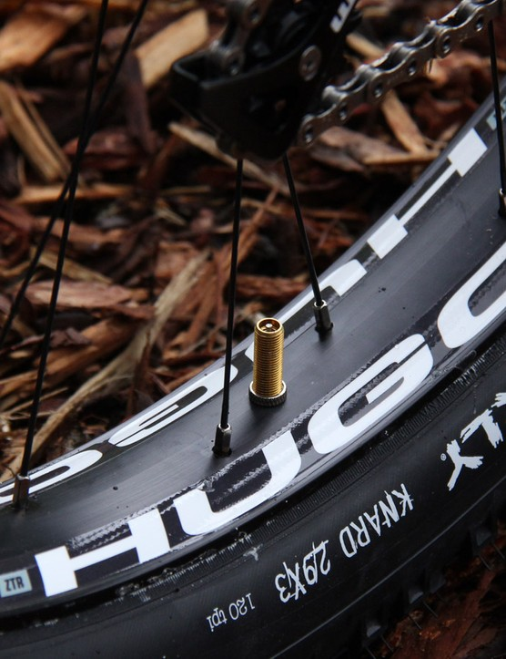 We spotted these new NoTubes Hugo rims on the ROS 9 Plus. Stay tuned for more details